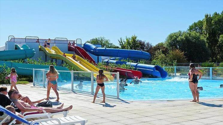 les Amiaux pool and slide