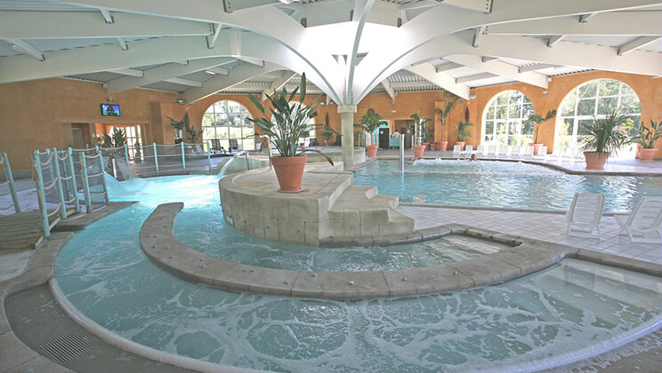 Pierrefitte-Les-Alicourts-Resort-Loire-indoor-pool